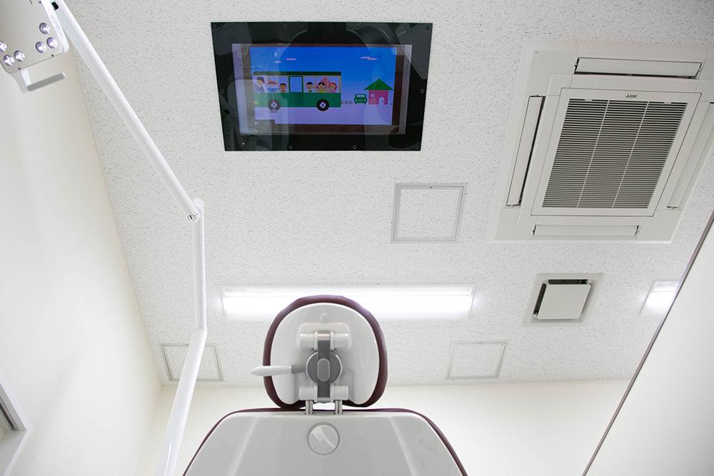 天井モニター